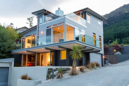 Beautiful Views of Queenstown at Anana House - Queenstown - Ház