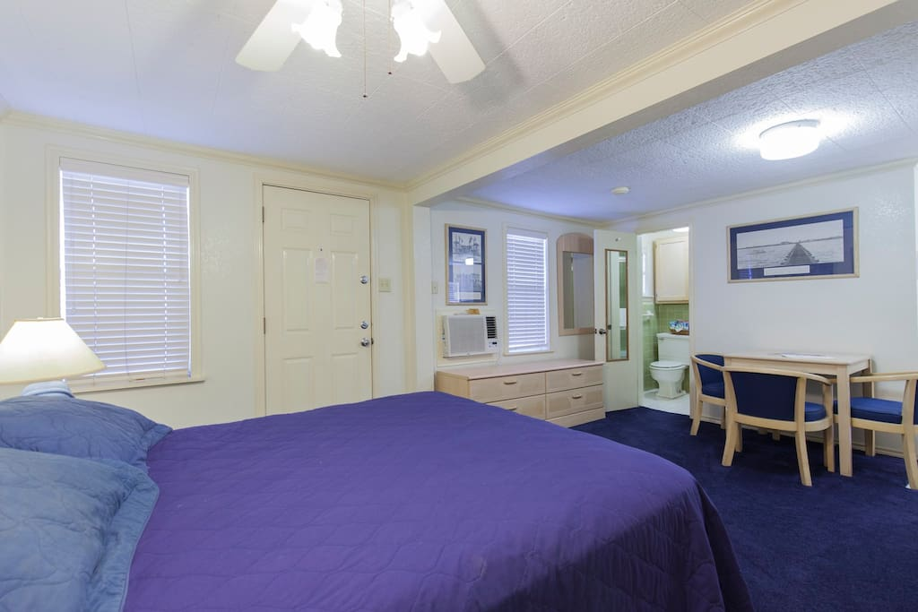 Queen Size Bed & Dining Area