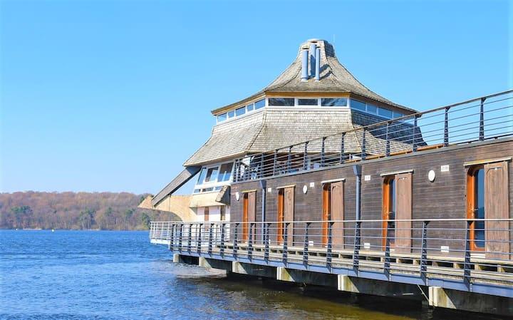 """Chambre """"cabine"""" sur l'eau - lac des Settons"""