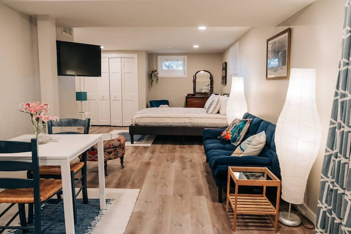 BRAND NEW suite w/full kitchen and full gym