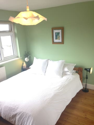 Bright and airy double room- free parking! - Portslade - House