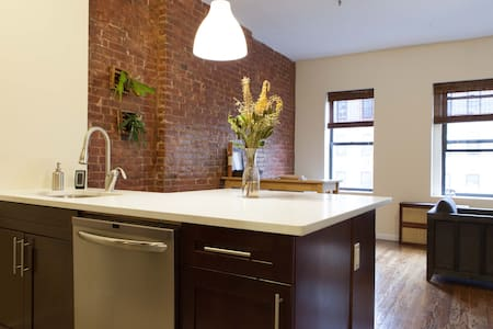 Trendy Bright Manhattan Apt! - New York