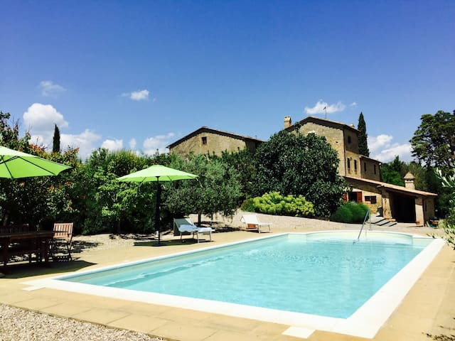 Luxurious time-off in the green heart of Italy