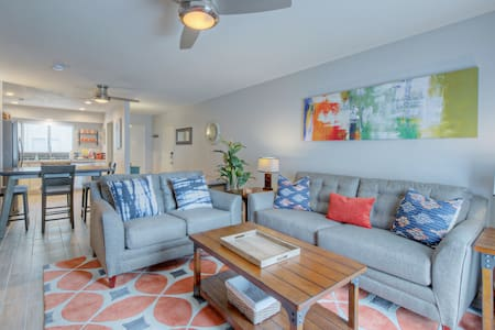 SO FRESH & SO CLEAN! Old Town Scottsdale Condo