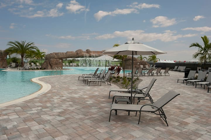 Luxurious 3-bedroom, 2-bathroom golf resort condo