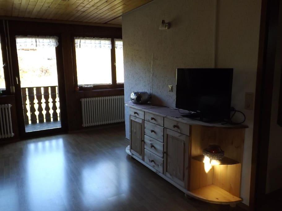 Unser gemütliches Wohnesszimmer ist mit TV und CD Radio ausgestattet