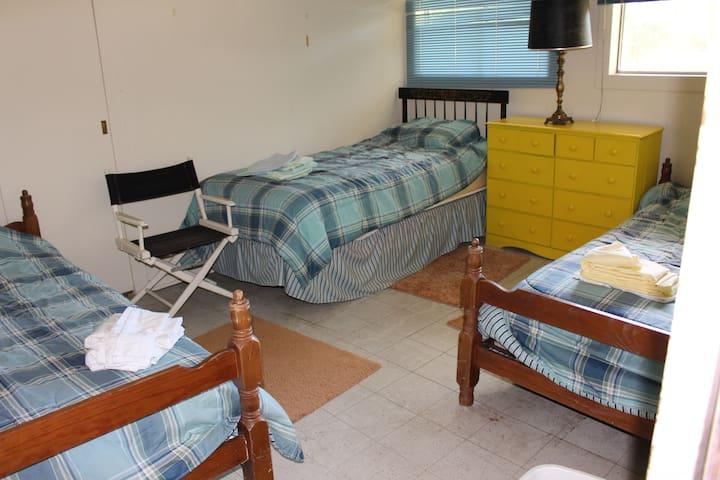 Third bedroom--3 singles
