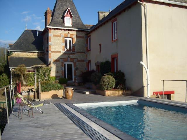 Grande maison de campagne avec piscine - Caulnes - Casa