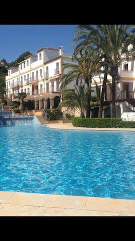 Apartamento tranquilo con espectaculares piscinas