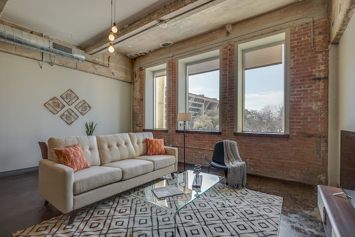 NO CLEANING FEE! Rustic Luxury Living in Downtown!