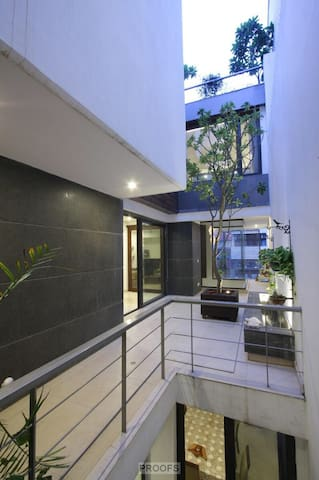 South Delhi Home with Beautiful Terrace: 2