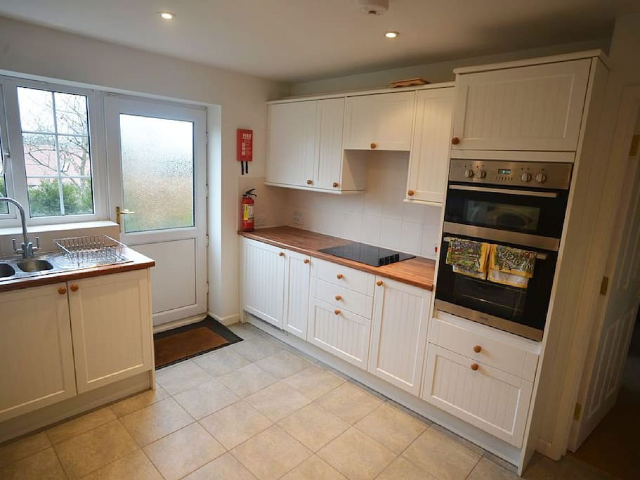 Fully fitted kitchen with everything you would need.