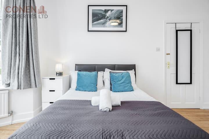 4 bedroom, sleeps up to 8, parking for 3 vans/cars