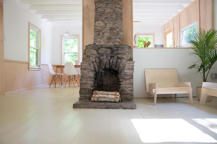 Contemporary Cottage One @thelorca