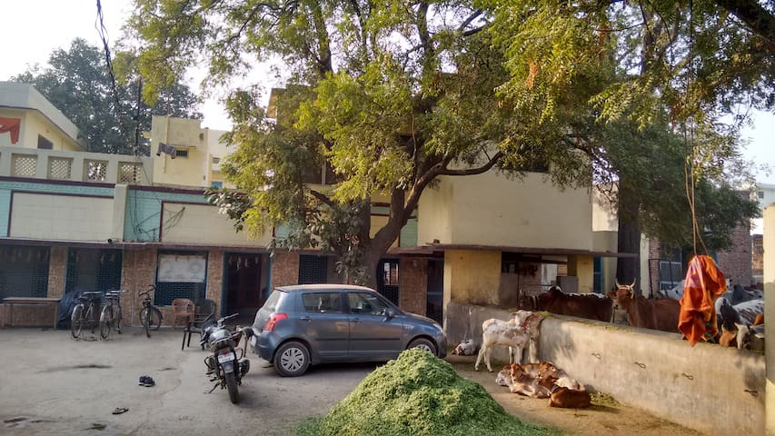3 rooms - new house, good location - Vrindavan - House