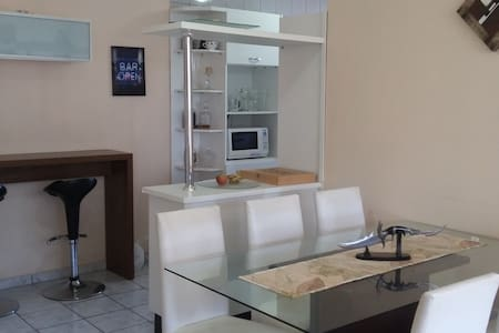 Cozy room near subway station, safe neighborhood. - Brasília - Wohnung