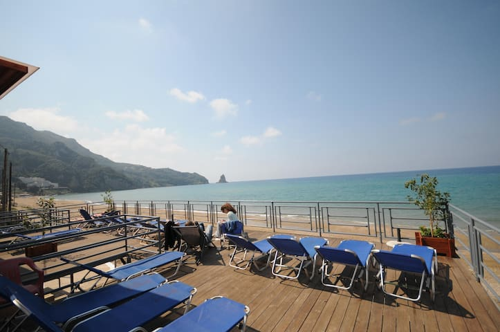 Seaview Room for 4, Free Pick-up and Breakfast! - Agios Gordios - Appartement