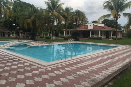 Villa for your Rest: Modern House + Pool + Kiosk! - Villavicencio - Villa
