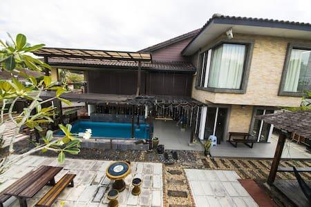 LF Tropical Pool Villa