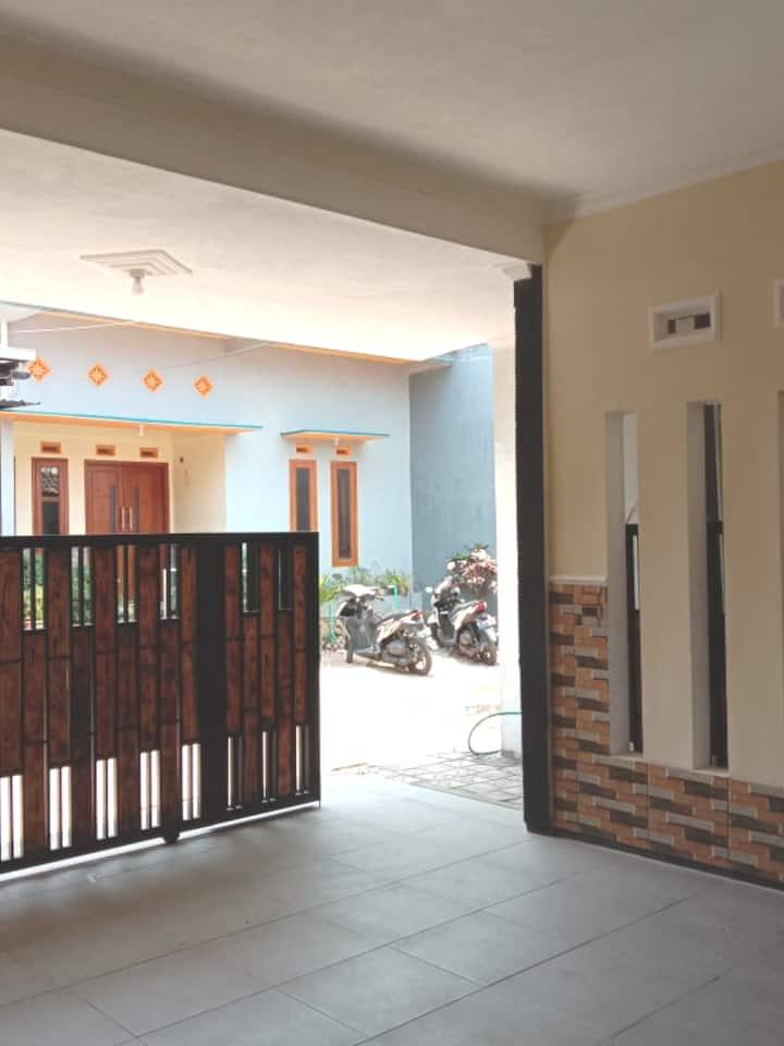 Lestary Homestay Batu Malang