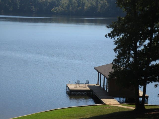 Lakefront Sinclair Daylight Dreamer, Hot Tub, Renovated