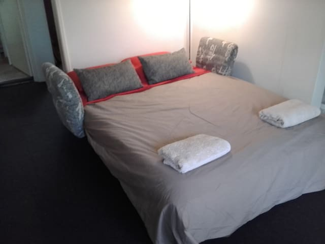 Cute Modern Apartment - Creative & Fun Hostess - Annerley - Apartemen