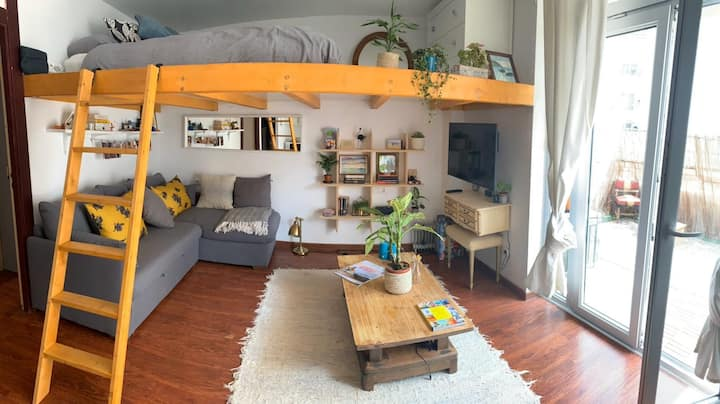 Great Area. Clean Stylish Loft Everything you need