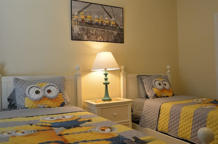 Minions in America Lake View, gated RESORT, pool
