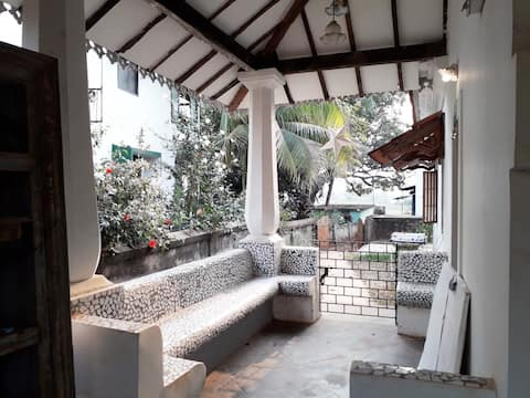 Serene Townhouse with Large Airy Attic and 5★ WIFI