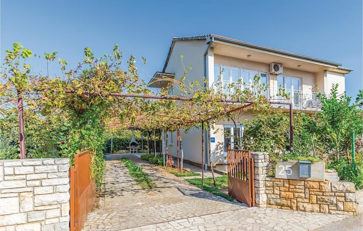 Awesome home in Fazana with 3 Bedrooms