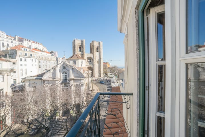 Superb Flat Cathedral & River View