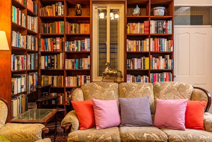 台東成功觀邸民宿【雙人房】!住進英式家庭書店風小屋、一起看海散步閱讀+發呆!