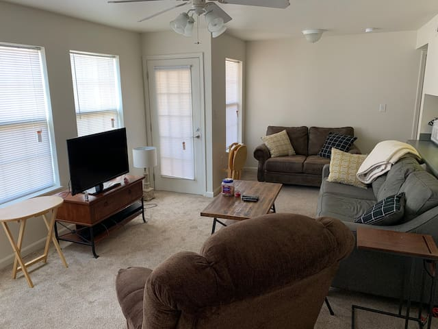 Two Bedroom Two Bath close to Campus