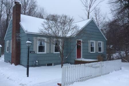 Cozy Cottage close to Lake Erie - Conneaut - Hus