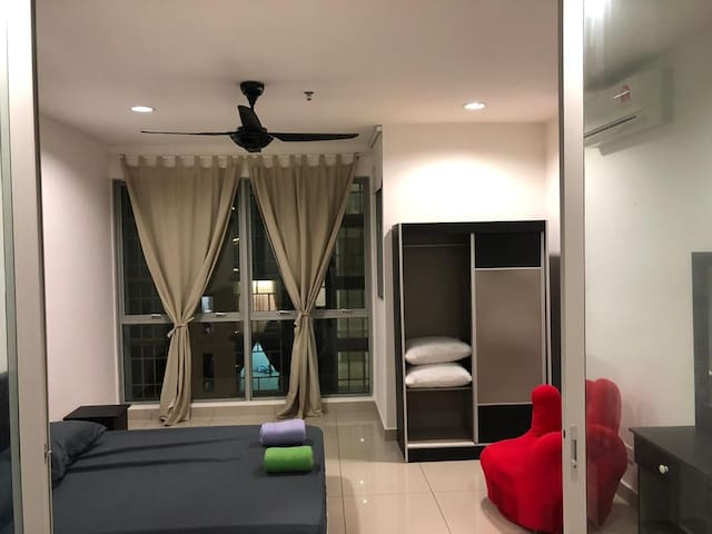 Entire Home l Wifi | Fully furnished (2002)