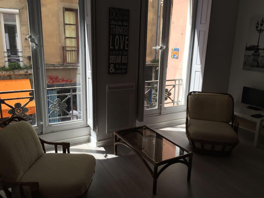 beau studio au c ur de grenoble appartements louer grenoble auvergne rh ne alpes france. Black Bedroom Furniture Sets. Home Design Ideas
