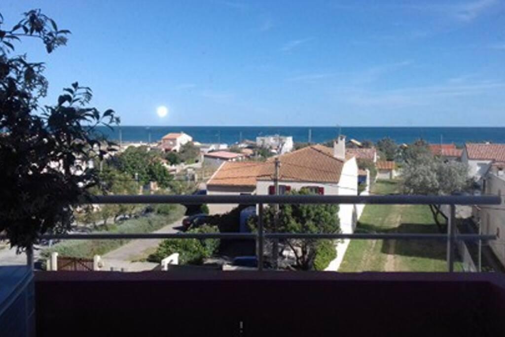 Vue sur la mer depuis la terrasse