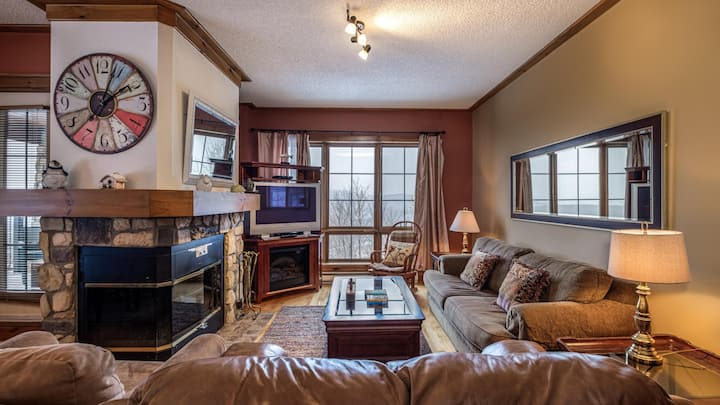 Slopeside Retreat Loaded with Amenities!