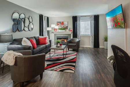 Medical Pros are WELCOME!   Luxurious King  Suite
