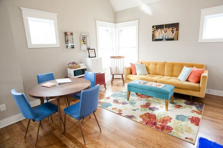 East Nash upstairs loft! CLEAN, CUTE, & COMFY!