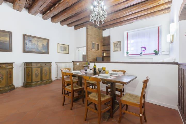 Jewish Ghetto ZTL Apartment x6!