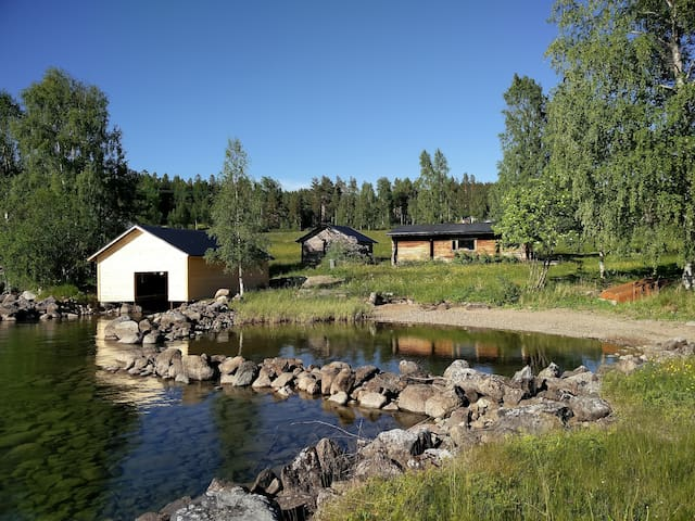 Cabin by lake with drinking water!