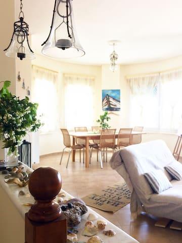 Cozy Villa with a 360 sea/mountain view - Korfos