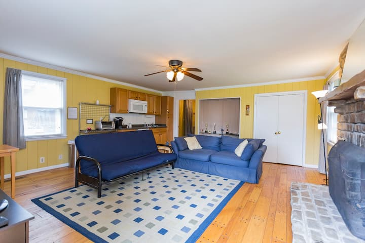 Large Apartment in the heart of Hip Donelson