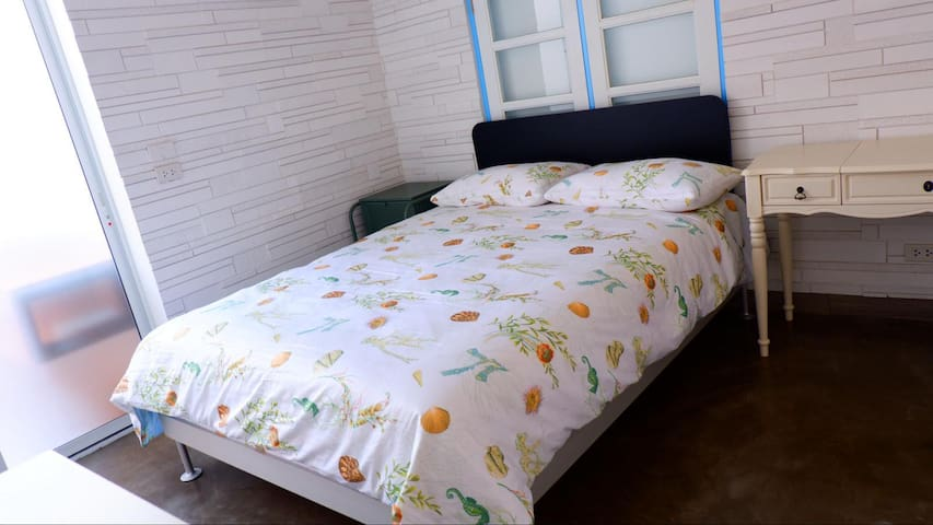 Room 5 (modern style)