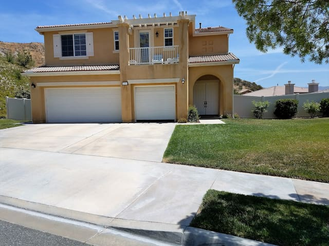 Canyon Country/Secluded/Room 1 of 3/Santa Clarita