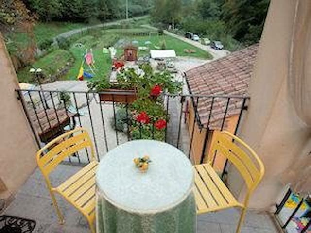 Lovely Apartment in Tuscan style - Pescia - Daire