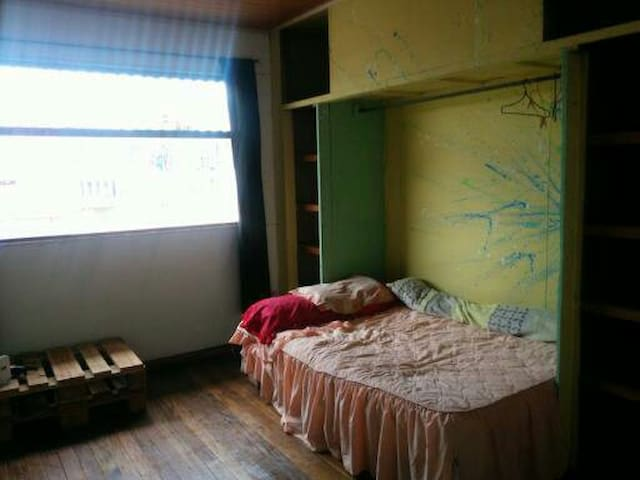Yellow Room. Papa Frita House ;)