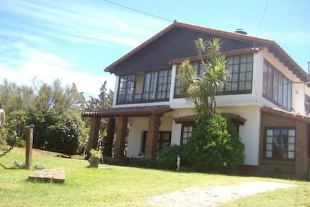 Bed & Breakfast (habitacion con baño privado) - Villa Gesell - Bed & Breakfast