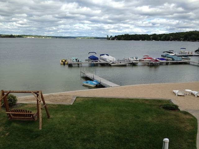 Newly remodeled Crooked Lake studio condo